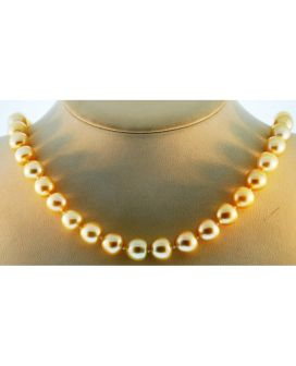 18kt Yellow Gold Pearl Necklace with Diamond Lock